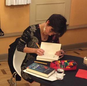 Antje Wagner signiert bei der Erfurter Herbstlese